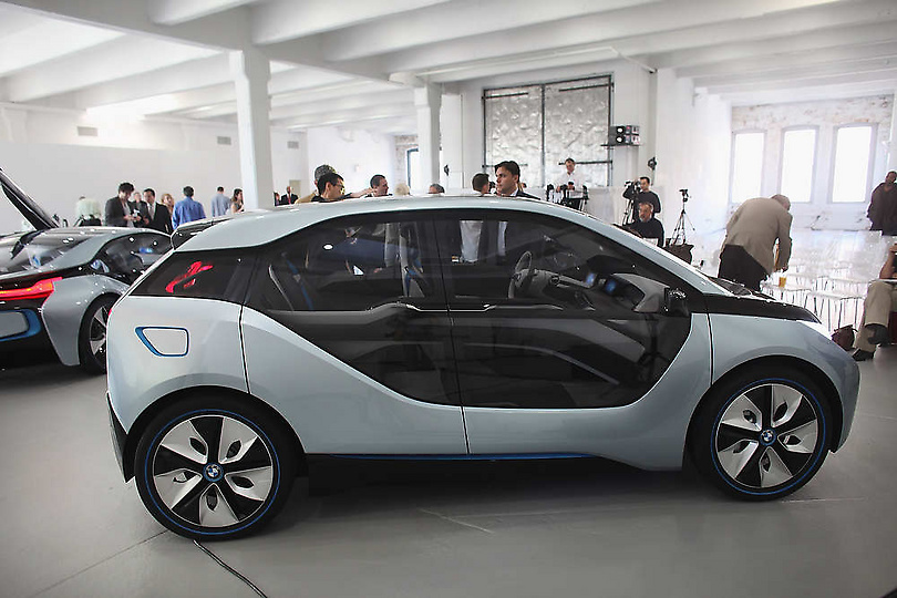 Bmw Unveils Electric Car And Hybrid Electric Vehicle At